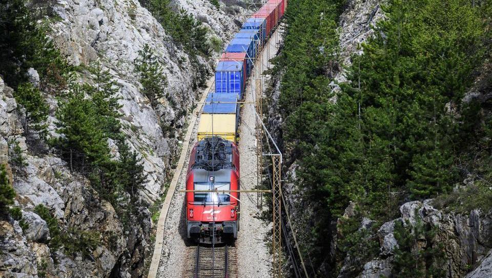 Bratuškova: Drugi tir nas bo stal 1,2 milijarde evrov