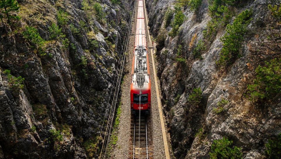 Karierni preskok po LMŠ: iz izbrisanega podjetja z manj kot 250 tisoč evri prihodkov v skoraj 400-milijonske Železnice