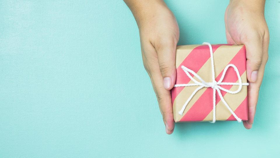 Ameriški potrošniki bodo v trgovine vrnili za 90 milijard dolarjev daril