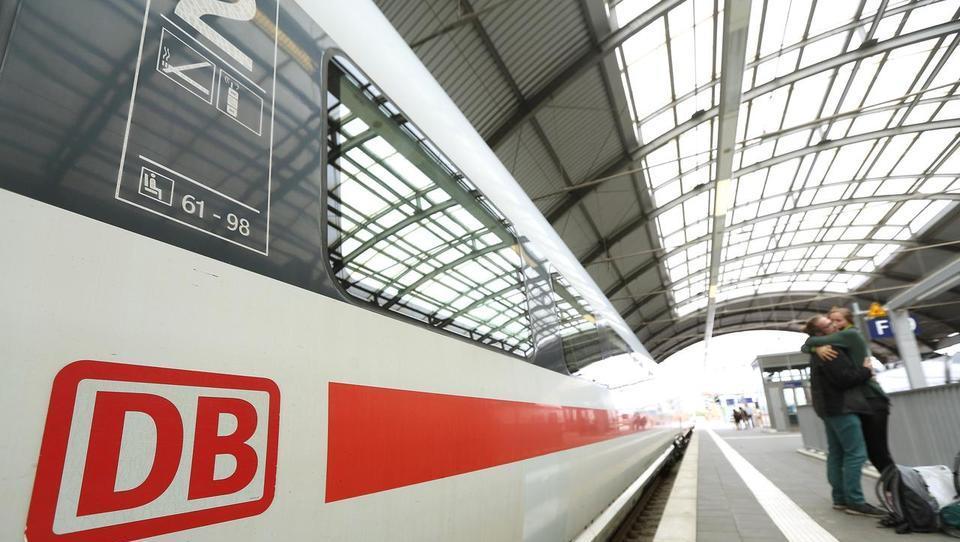 Del Deutsche Bahna se utaplja v izgubah, na obzorju rezanje