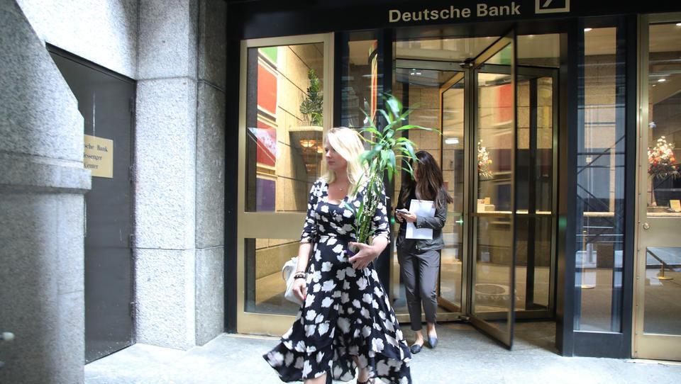 Banke po vsej Evropi odpuščajo; v Sloveniji v 10 letih službo izgubilo skoraj tri tisoč bančnikov