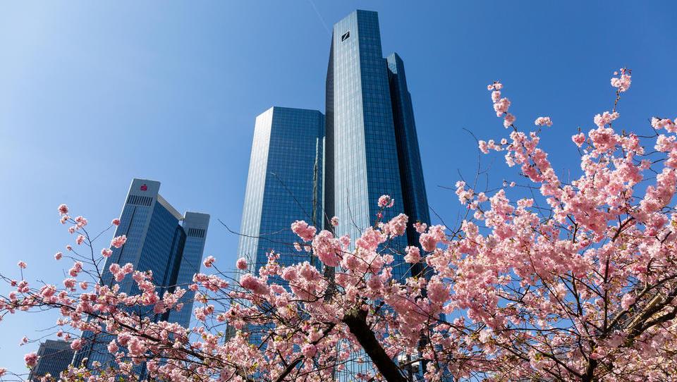 Deutsche Bank napoveduje višje prihodke