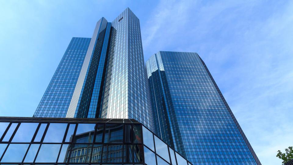Dileme ob oživitvi govoric o združitvi Deutsche Bank in Commerzbank