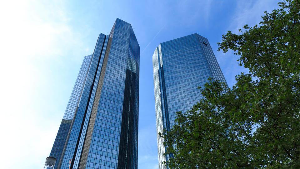 Tuje agencije: Delnice Deutsche Bank bodo izločili iz elitnega delniškega indeksa Euro Stoxx 50
