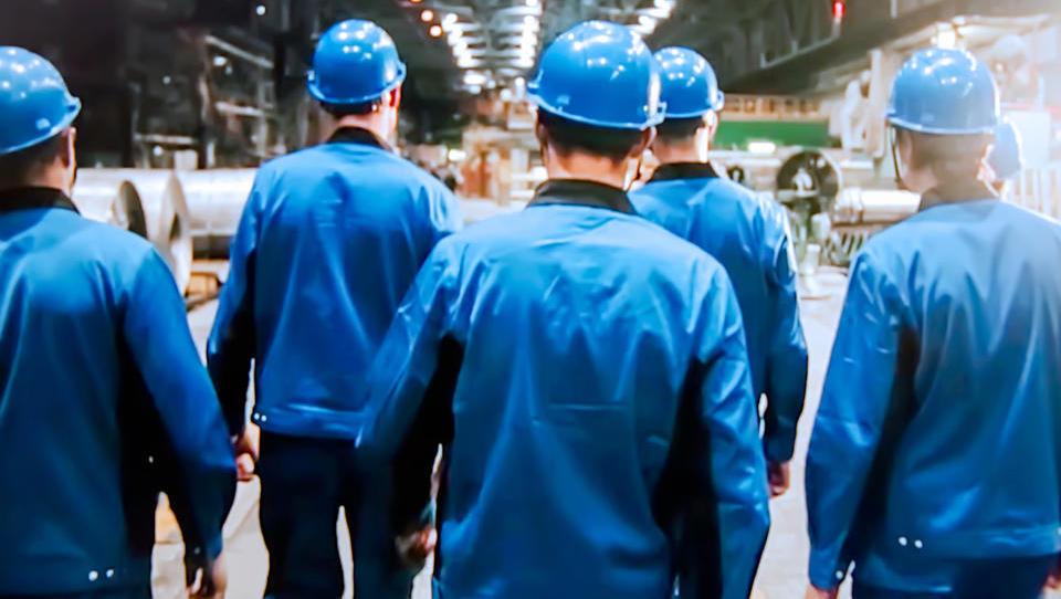 Minimalna plača kmalu več kot 700 evrov neto – stroški dela lahko poskočijo tudi za četrtino