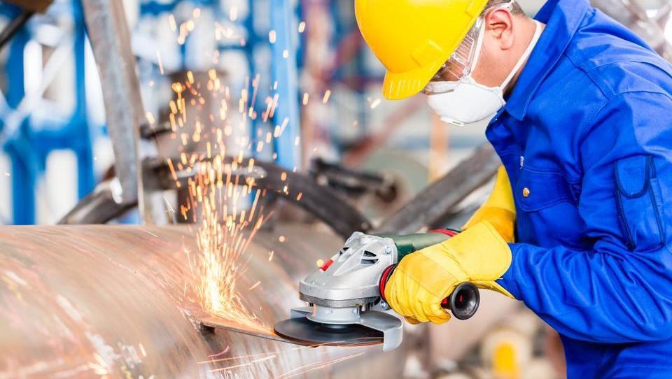 Brezposelnost avgusta še nižja, največ zaposlovanja proizvodnih delavcev