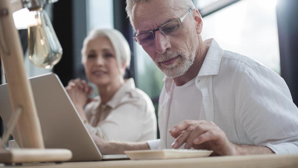Sveži denar za upravljanje starejših zaposlenih