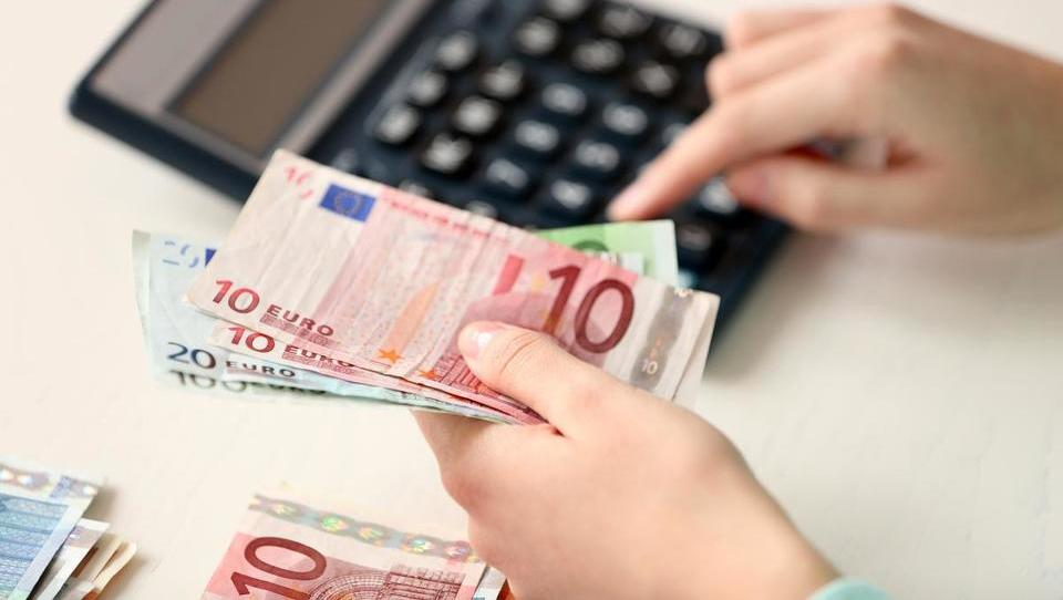 Kako davčno ugodneje izplačati letne nagrade