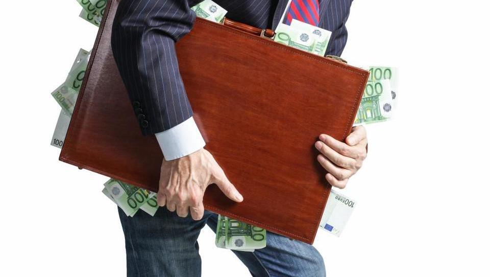 Zadnji akt v Adrii Airways: izginilo pet tisoč dolarjev gotovine