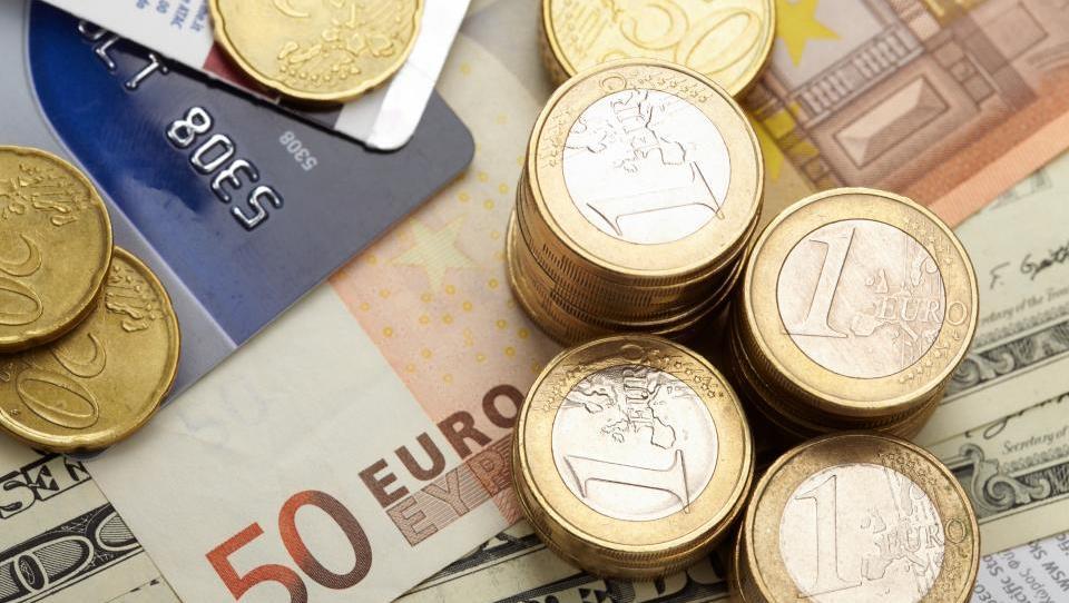 Razkrita davčna reforma: višja obdavčitev kapitala in troha tolažbe pri plačah