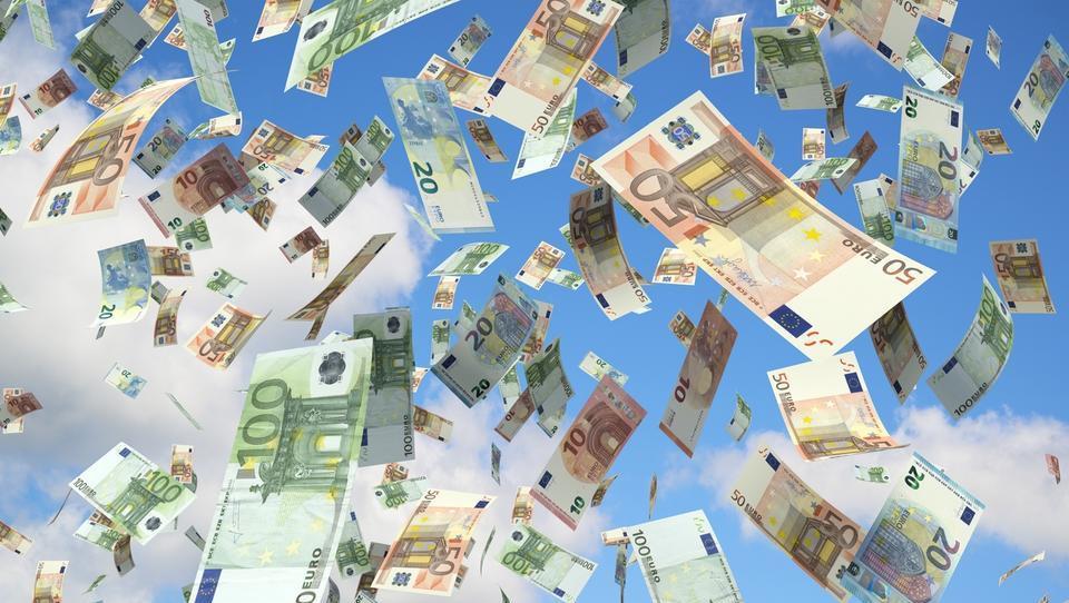 Plačne zahteve javnega sektorja že visijo nad Šarčevo koalicijo