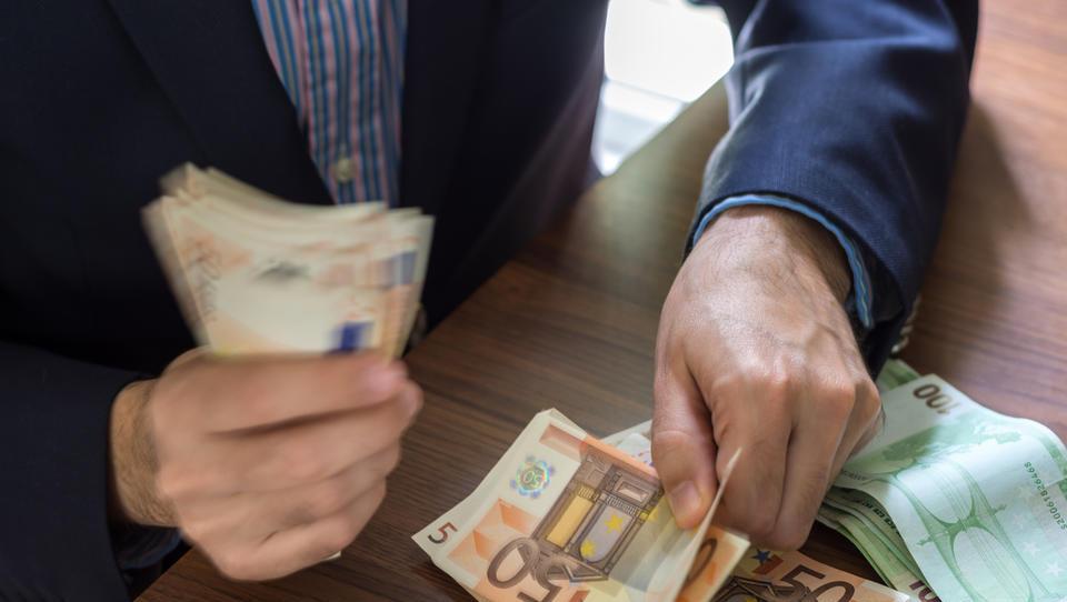 Opozorila pri izplačilih minimalne plače