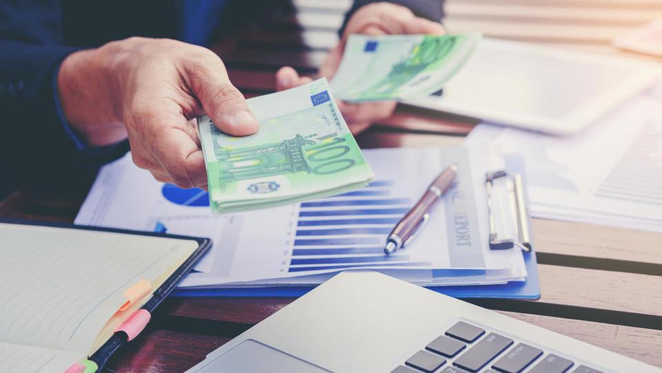 V petek nova nakazila subvencij za čakajoče na delo