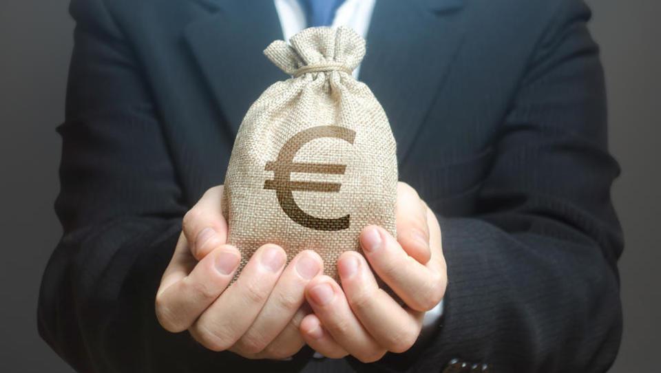 Spremembe predloga koronazakona po ESS: subvencioniranje čakanja tudi za kongresni turizem in restavracije. Kaj je še v igri?