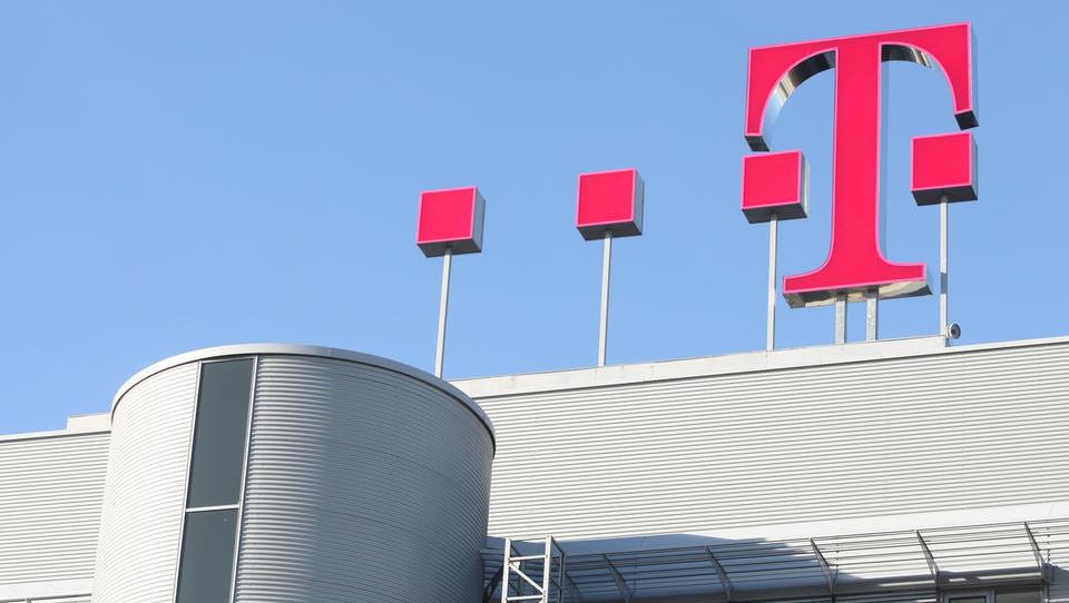 Deutsche Telekom lani povečal dobiček za 30 odstotkov. Z nasvetom, kako kupiti delnice v tujini, če vas mika?