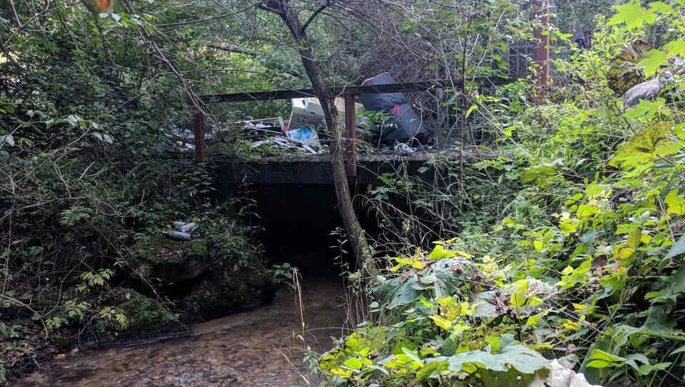 (foto) Divje odlagališče, kjer je odpadkov vse več