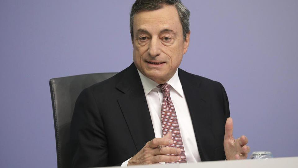 Šef ECB Draghi je govoril tudi o ležarinah za fizične osebe