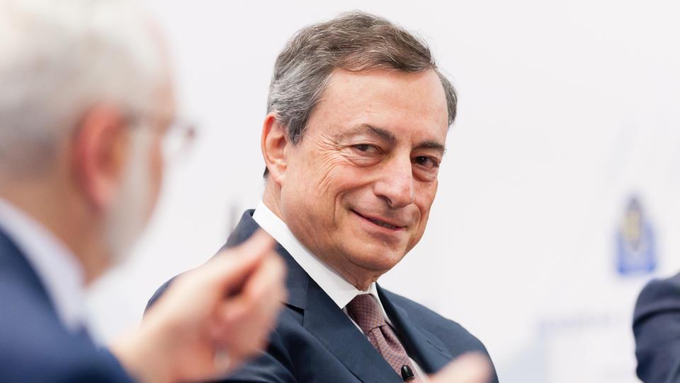 Kaj bo o evrski denarni politiki povedal šef ECB Mario Draghi?