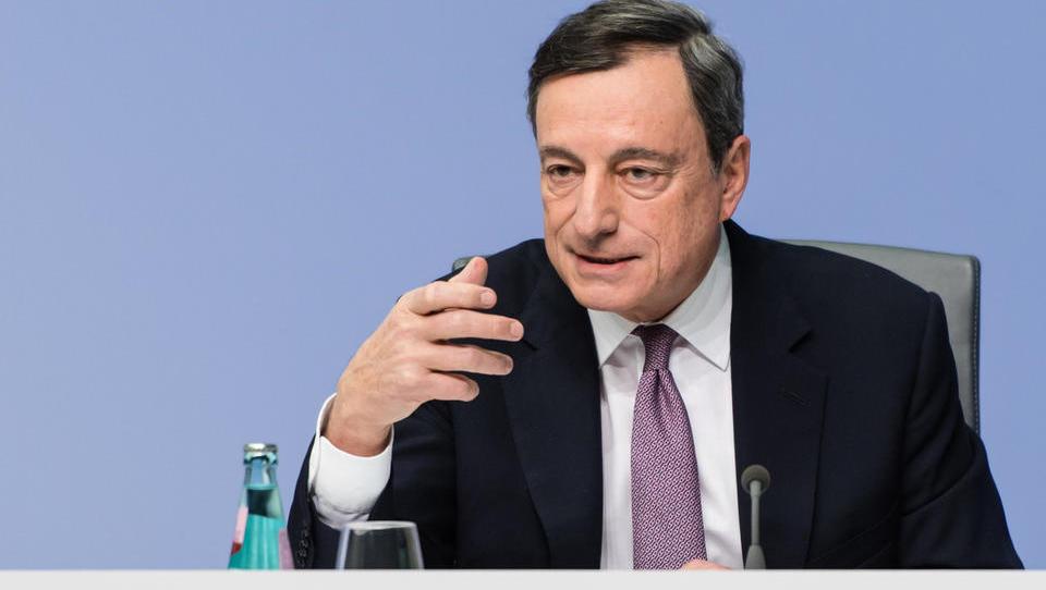 Šef ECB Draghi: Banke si bodo morale do večjih dobičkov pomagati tudi same