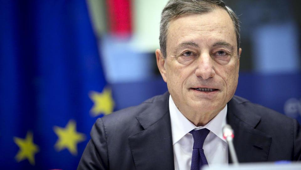 Presenečenje: ECB namerava spet zagnati stroj za tiskanje poceni denarja