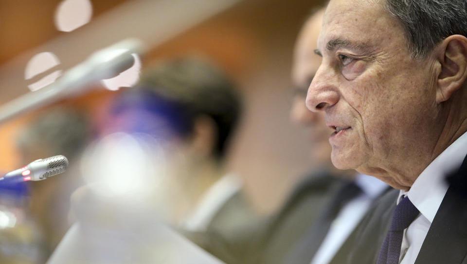 (grafi) Dilema ECB: ali denarno politiko še zaostriti ... ali pa jo celo spet ublažiti