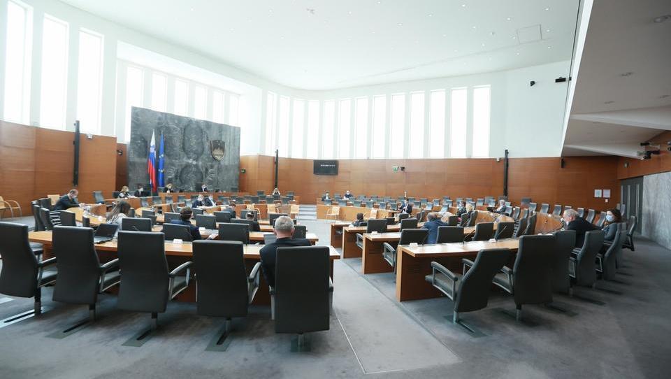 Izredna seja parlamenta za tretji koronapaket prihodnji petek