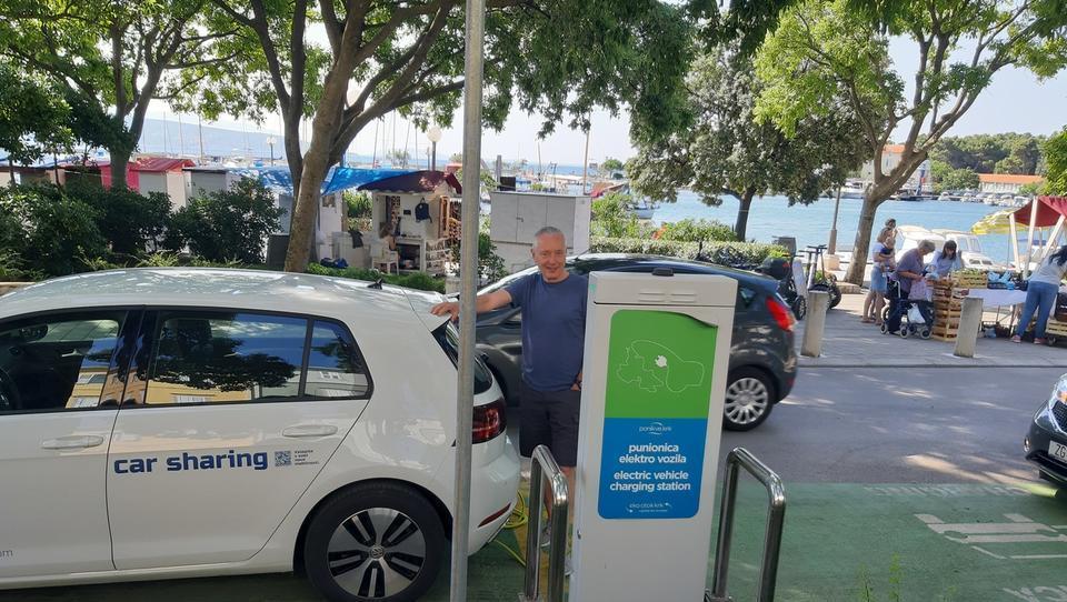 (reportaža) Kako sem šel z e-avtom na morje, čeprav o e-mobilnosti ne vem veliko
