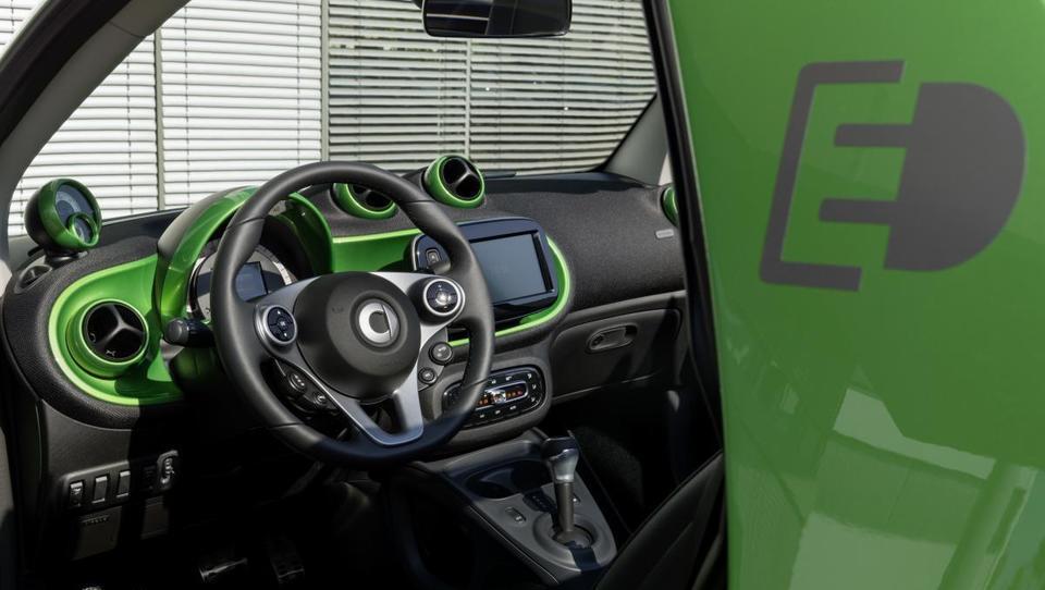 Daimler v razvoj električnih vozil 10 milijard evrov