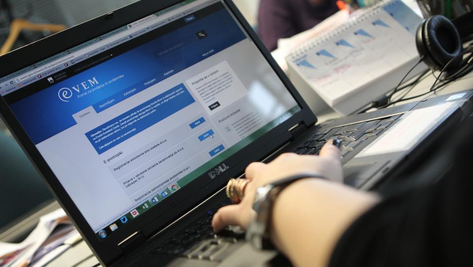 Urejanje obveznih socialnih zavarovanj prek kadrovskega vmesnika e-Vem