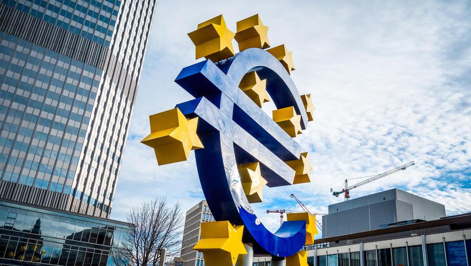 Bo ECB oživila program za odkup obveznic QE v odziv na evrsko upočasnjevanje?