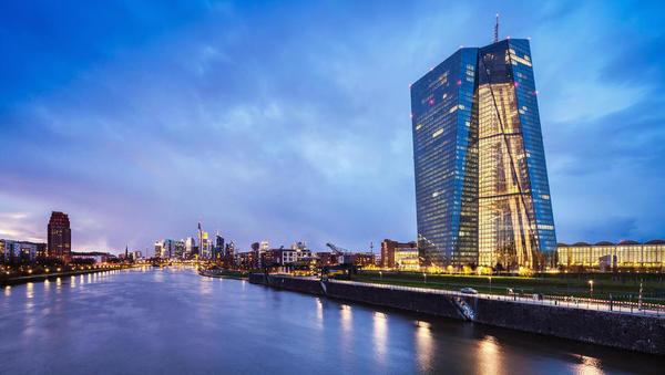 ECB bo še dlje časa ohranjala izrazito spodbujevalno denarno politiko