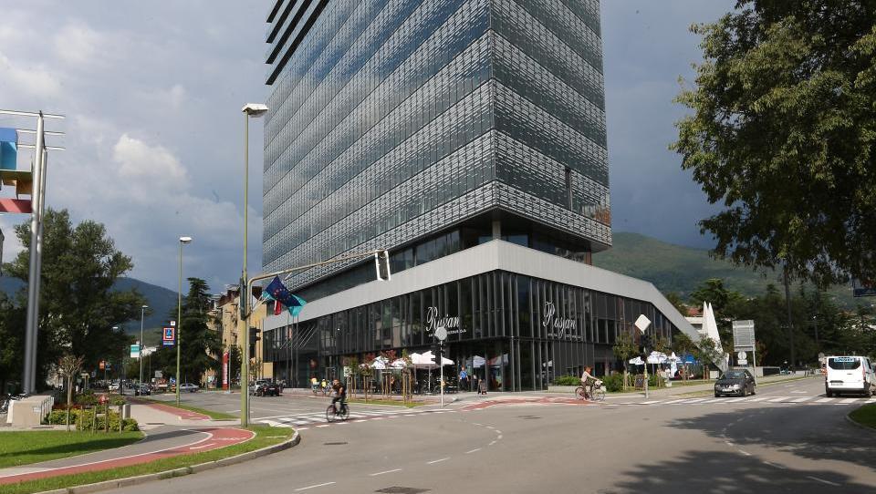 Top dražbe: Hotel v Kamniku, poslovni prostori v Novi Gorici, hiša, zemljišče,...