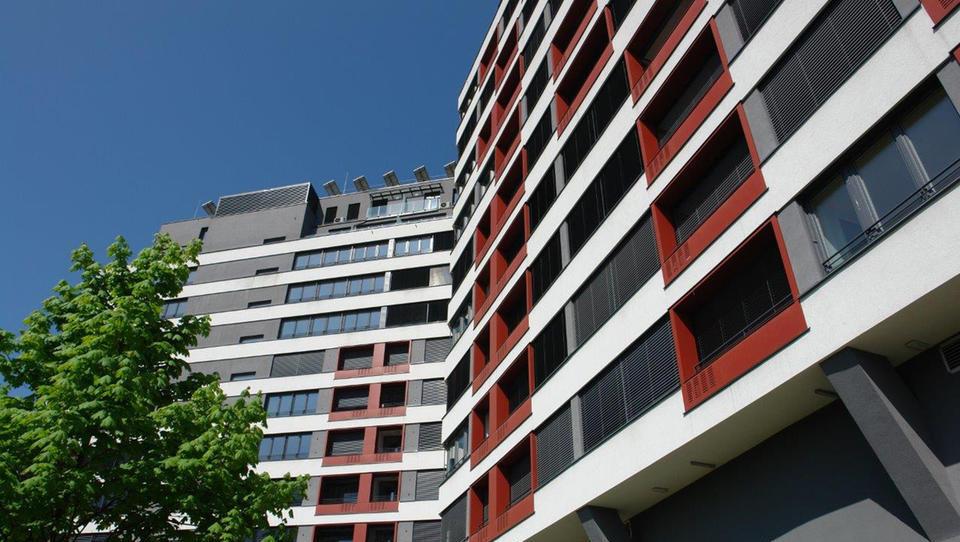 Začelo se je zbiranje ponudb za pet stanovanj v Eko srebrni hiši. Kako do njih?