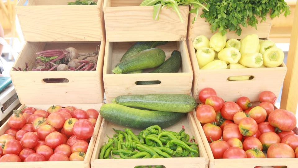Skupnost kupuje hrano neposredno od kmetov
