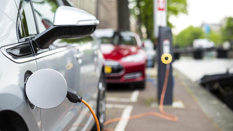 Lani prodanih 2,1 milijona električnih vozil