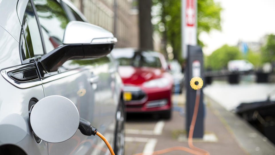 Koliko kilometrov lahko prevozijo današnji električni avtomobili?