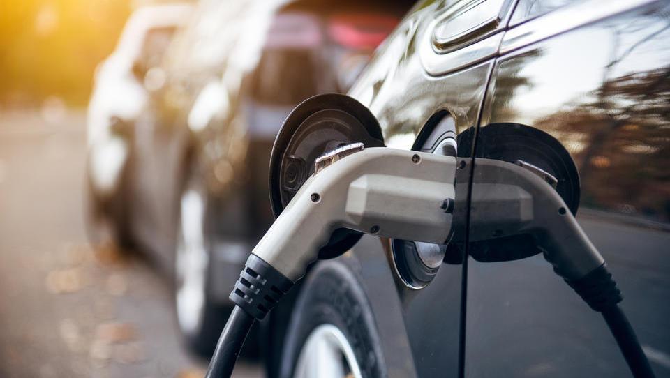Kia in Hyundai z inovativnim polnjenjem avtomobilov s samodejnim parkiranjem