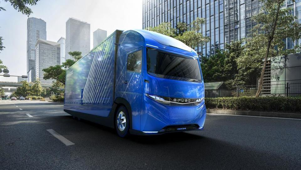 Daimler predstavil zmogljiv električni tovornjak