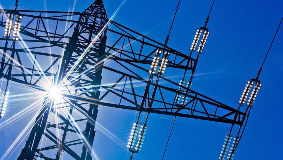 Pozor, huda elektrika: cene na borzah gor, elektrotrgovci napovedujejo podražitve