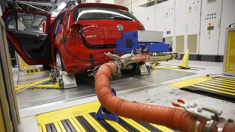Avtomobilske družbe jeseni pričakujejo zastoje v proizvodnji