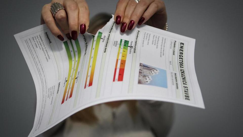 Še podjetja bodo morala plačati za energetske izkaznice! Katera?