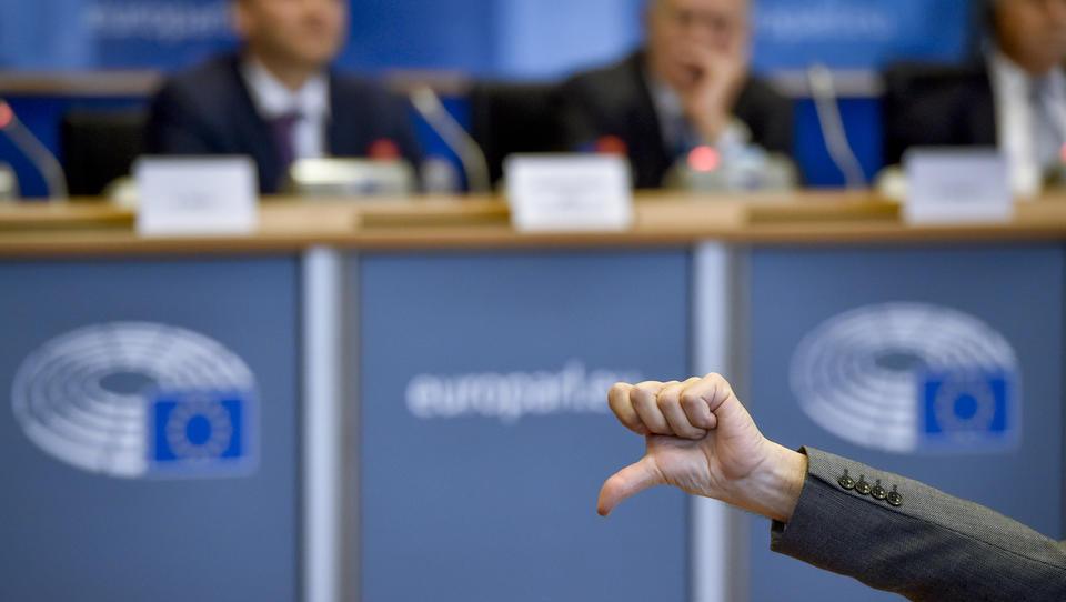 Vrh EU brez dogovora o šefu komisije, nov poskus 30. junija