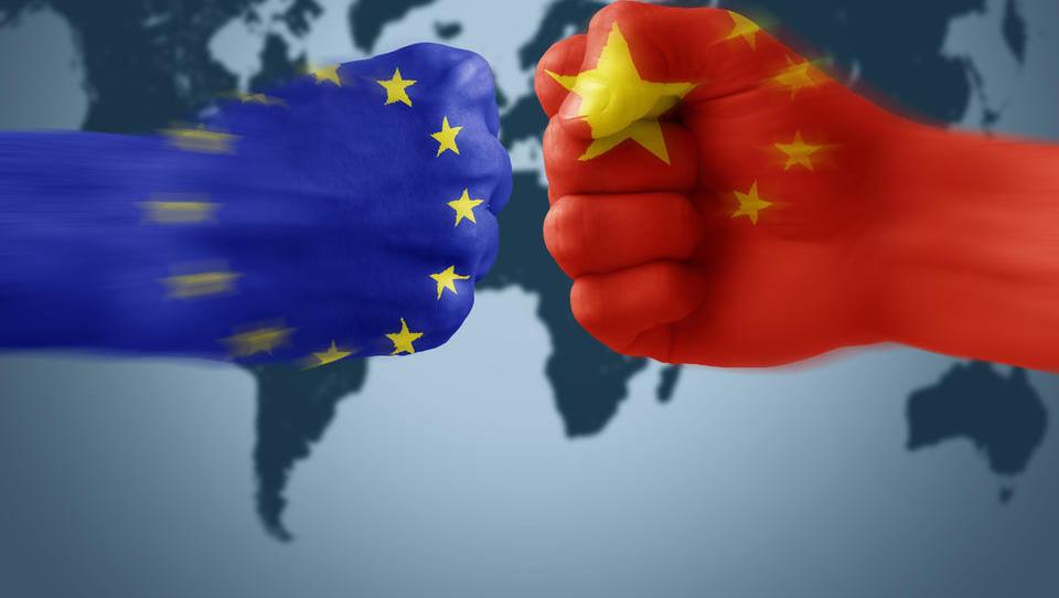 (trgovinska vojna) Kitajska vrača udarec ZDA z oslabitvijo valute