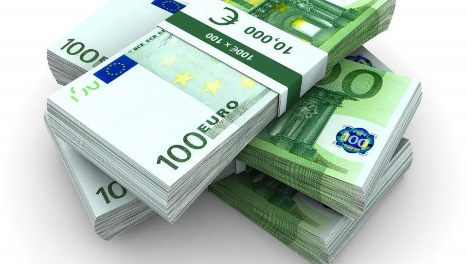 Kam s pet tisoč evri?