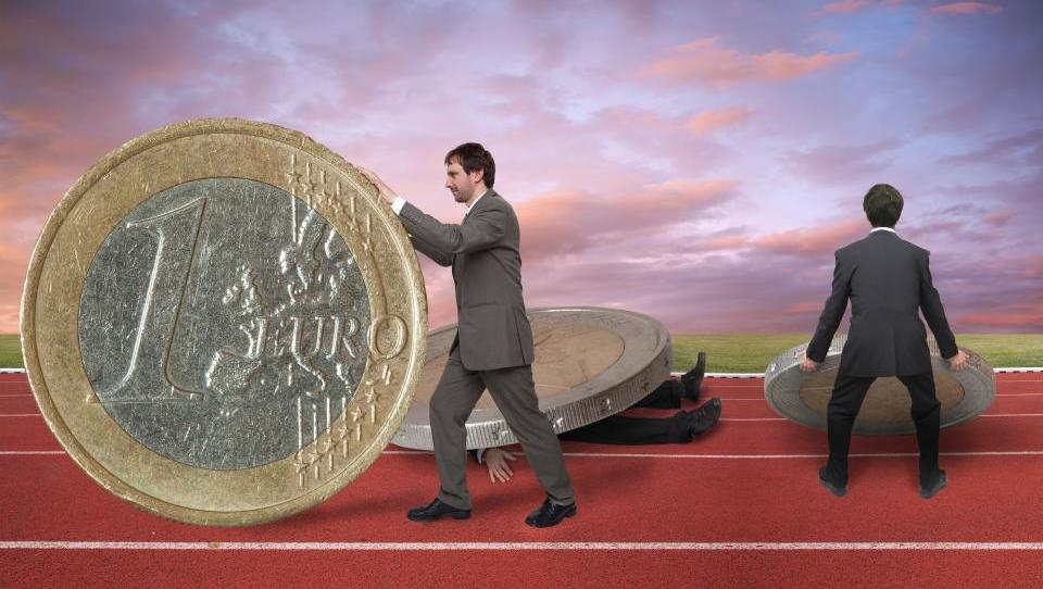 Nasvet: Prihodke iz tujine morate prijaviti - šteli se bodo v dohodnino