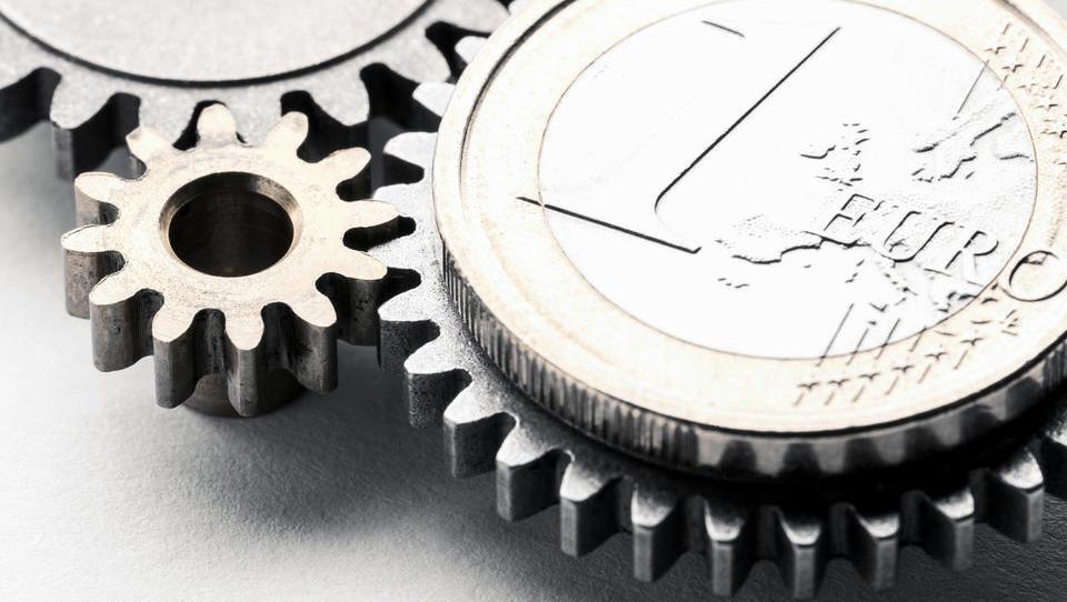 Je pametno imeti evre in prihranke v evrih?