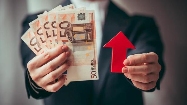 (grafi) Spomladanska napoved Bruslja: rast v Sloveniji v 2021 bo gnala domača poraba