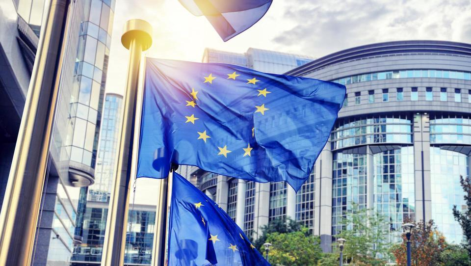 Evropska komisija skočila na vlak blockchaina