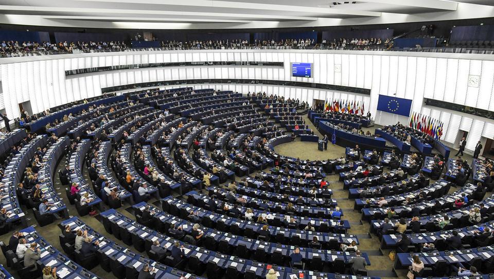 Evroposlanci potrdili, da bi članicam EU morali oklestiti evropska sredstva, če ogrožajo evropske vrednote