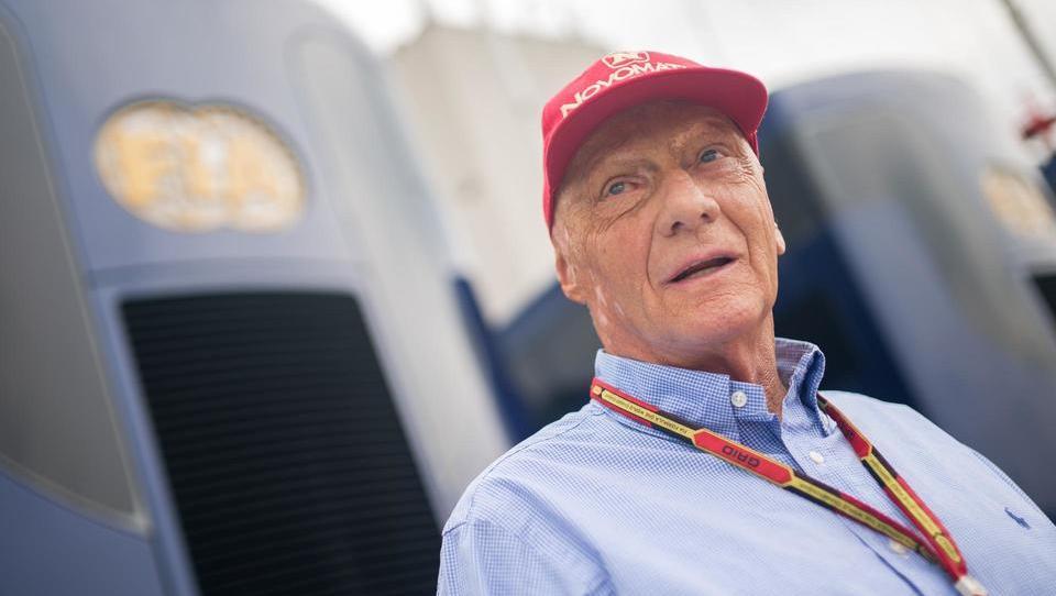 Avstrijski Niki spet v roke nekdanjega dirkača Nikija Laude